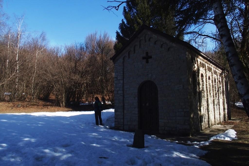Chiesa sentiero viandante
