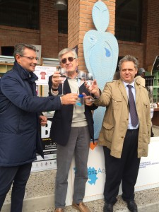 Nella foto, da sx a destra l'Ad di BrianzAcque, il Presidente di BrianzAcque, Gianfranco Mariani e il Segretario Generale della Camera di Commercio di Monza e Brianza, Renato Mattioni.