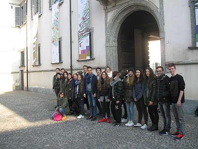 A Cesano Maderno gli studenti del Liceo Artistico Majorana impegnati nelle decorazioni natalizie