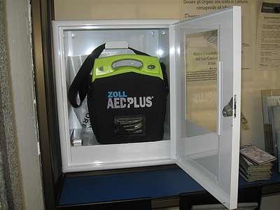 Un defibrillatore installato a Cesano Maderno