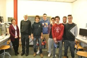 da sinistra: la dottoressa Michela Prest, il professor Fabrizio Fossa; Davide Milesi; Giuseppe Brevi; Luca Parimbelli; Ivan Bolzoni; Luca Grisoni; Alessandro Mazzola).