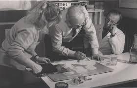 Ezio Barni al lavoro nel suo studio di Monza