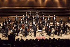 Orchestra Pomeriggi Musicali diretta da lonquich (Foto Lorenza Daverio)