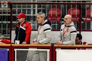 L'allenatore dell'HRC Monza Colamaria (primo a destra) in panchina con il Vice presidente Girardelli