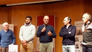 Gli sportivi valsassinesi sul palco nella serata di presentazione. Da sinistra a destra: Antonio Gianola,Davide Cazzaniga, Carlo Riva (al microfono) Gianfranco Polvara, Nico Invernizzi