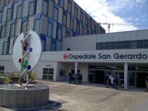 """Il nuovo ingresso dell'ospedale San Gerardo di Monza con l'opera """"Ecce Homo"""" donata dagli artigiani di Confartigianato"""