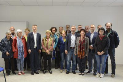 Foto di gruppo per i rappresentanti delle associazioni coinvolte nella nuova casa