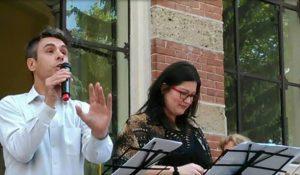 Paola Perfetti e Lorenzo Marangon recitano alla presentazione di Poeti Fuoristrada