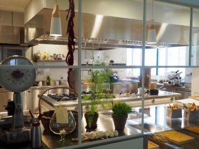 La cucina a vista del ristorante Bue d'Oro di Valeggio sul Mincio