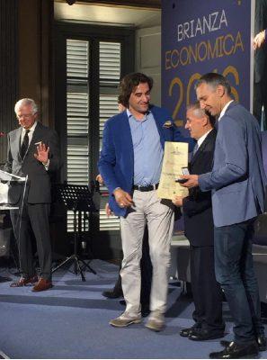 Un momento delle premiazioni presentate da Cesare Cadeo con il Presidente Apa Confartigianato Giovanni Barzaghi e il segretario generale Paolo Ferrario