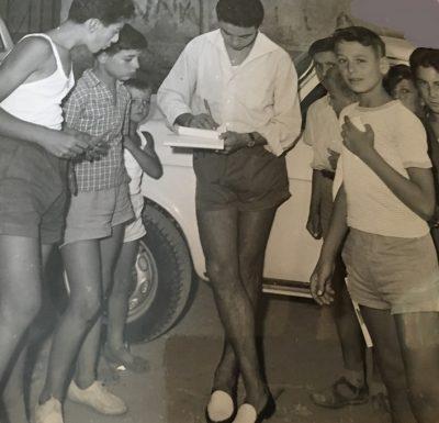 Sandro Vitali firma autografi a Napoli