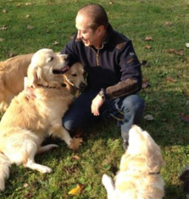 Paolo Berlusconi con i suoi Golden Retriever