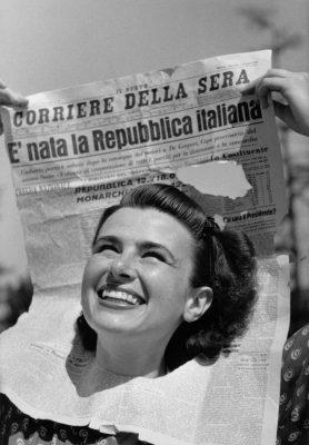 """""""Donna della Repubblica"""" - foto di Federico Patellani - courtesy of MuFoCo -"""
