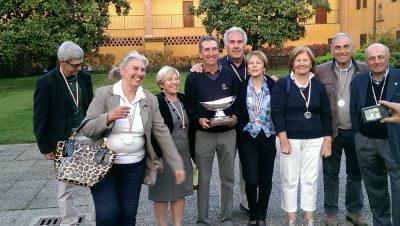 Carnate, Golf Club CTL3 Il presidente Celestino Perazzoli e la moglie Cecilia, al centro, festeggiano per il 1° Lordo Femminile ed il 2° Lordo Maschile nel recente Trofeo Nazionale A4