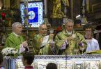 Padre Georg officia la Santa Messa in Duomo