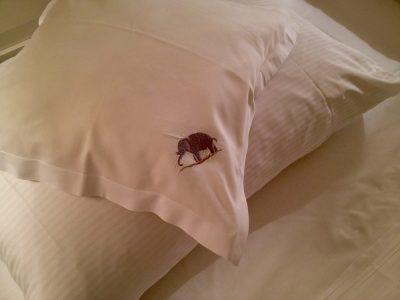 Il logo dell'Elefante campeggia nella biancheria dell'omonimo hotel-ristorante di Bressanone