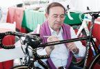 Ernesto Colnago firma una sua bici
