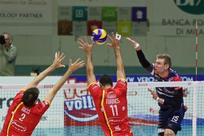 Vero Volley Gi Group schiacciata