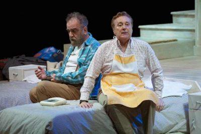 Giobbe Covatta ed Enzo Iacchetti in scena - courtesy of Teatro Carcano Milano