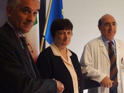 Il dottor Massimo Del Bene, direttore del centro con la signora Mari e il direttore dell'ASST di Monza Matteo Stocco