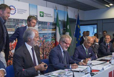 Il Governatore della Lombardia Roberto Maroni e il Presidente AC Italia Angelo Sticchi Damiani firmano l'impegno per il Gp d'Italia a Monza