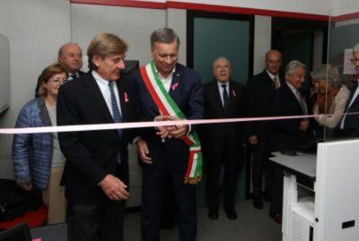 Il Sindaco di Monza Dario Allevi al taglio del nastro del nuovo mammografo digitale della LILT