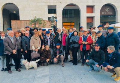 Gli appassionati giunti a Brescia coordinati da Paola Bencini, con tanto di megafono