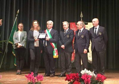 Concorezzo, il Sindaco Riccardo Borgonovo consegna la targa alla memoria di Jean Valenti alla figlia