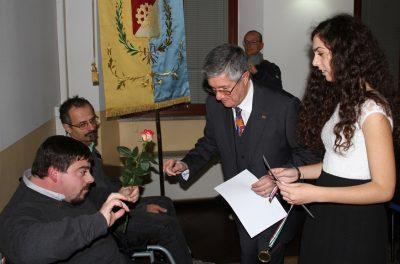 Federico premiato dal presidente del circolo culturale Casati di Muggiò