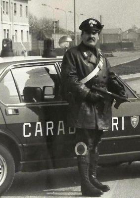 In versione controllo al volante della mitica Giulia Alfa Romeo, la Gazzella dell'Arma