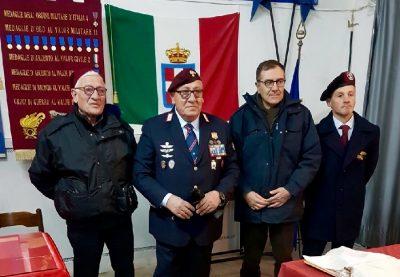 il Maresciallo Galbiati mentre riceve il riconoscimento a Capua, sua città natale