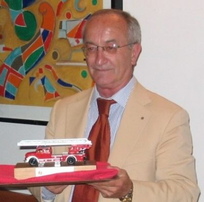Bruno Gianni con il camion dei pompieri