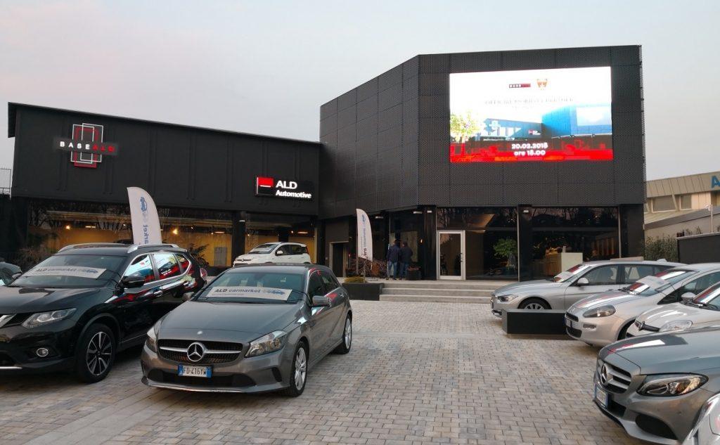 La sede di Base ADL in viale Campania a Monza