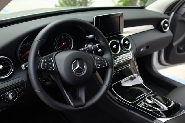 Mercedes C 220 SW volante e consolle centrale