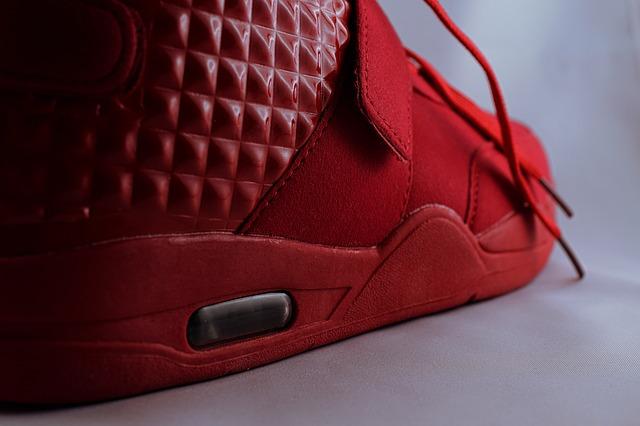 Adidas YEEZY BOOST: una vera lezione di Marketing